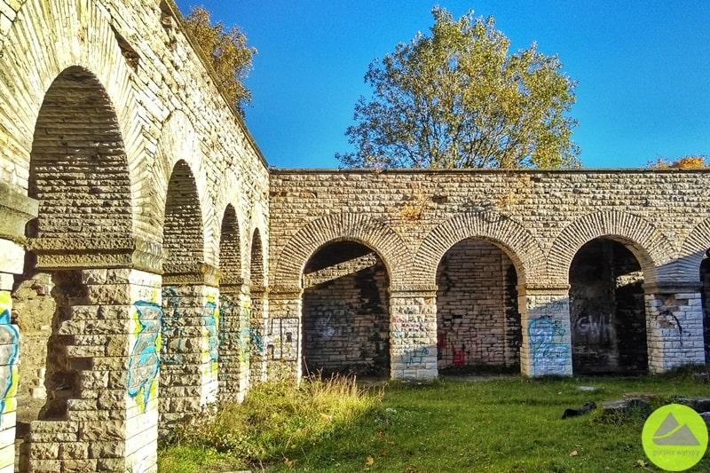 tajemnicza budowla Totenburg