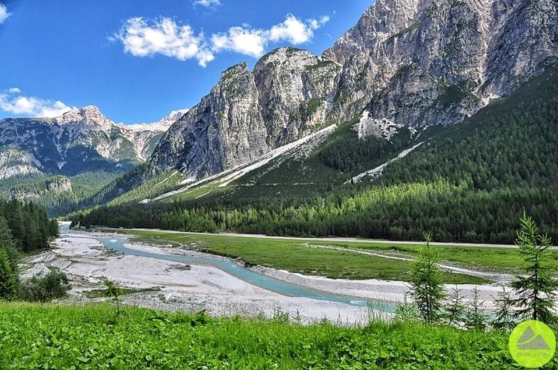 rzeka boite w dolomitach ma niezwykly kolor