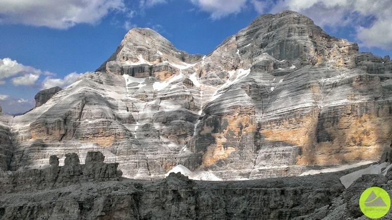 skała Tre Dita widoczna zferrata Lipella wDolomitach