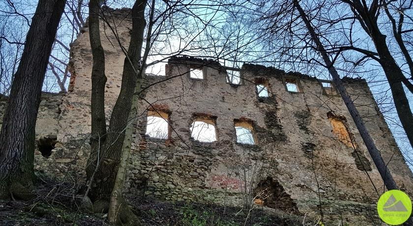 ruiny zamku naDolnym Śląsku