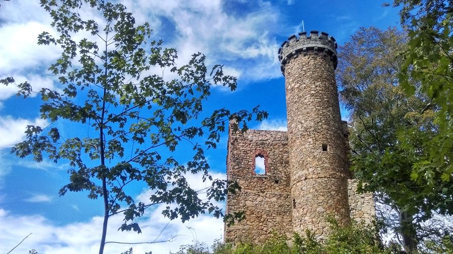 zamek księcia henryka, górskie wyrypy, zamek wsudetach